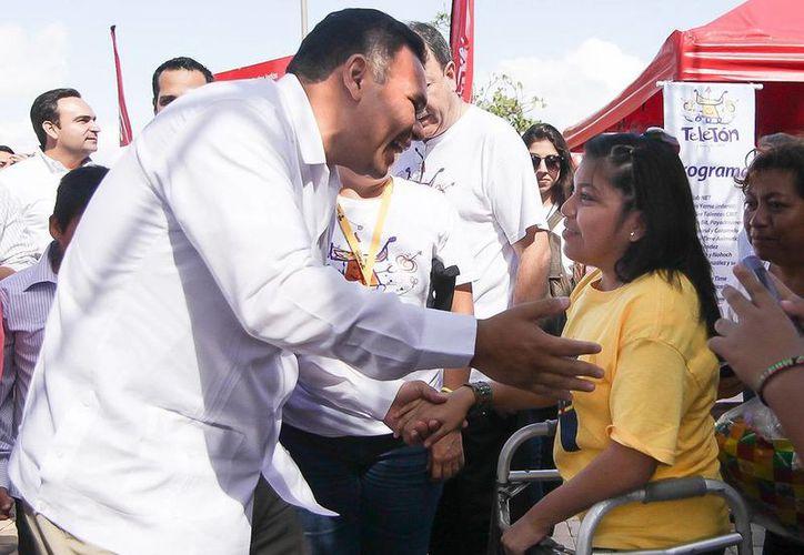 El gobernador Rolando Zapata Bello dio su apoyó el Teletón 2013. (Cortesía)