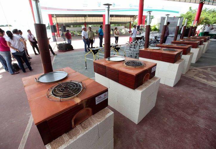 Con estas estufas beneficiaron a 10 comunidades de Felipe Carrillo Puerto. (Redacción/SIPSE)