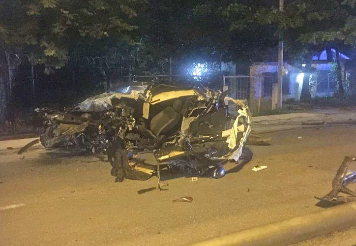 Conductor pierde la vida tras estrellarse por el exceso de velocidad. (Foto: Redacción/SIPSE)