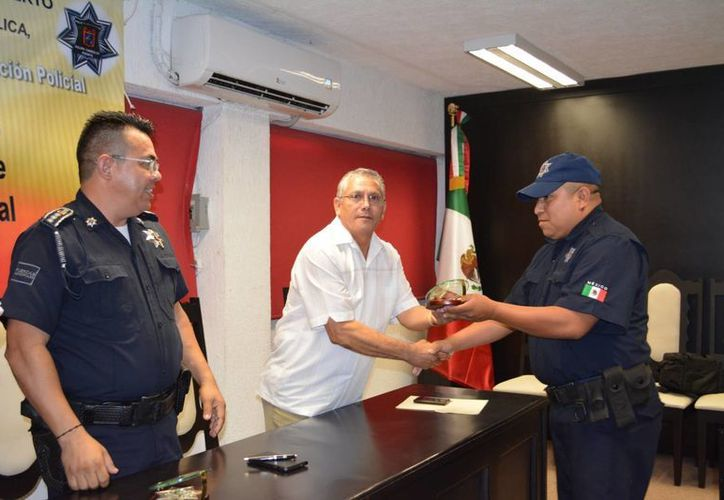 Los 160 policías concluyeron el curso de mil 473 horas donde adquirieron destrezas y estrategias para evitar el delito. (Manuel Salazar/SIPSE)