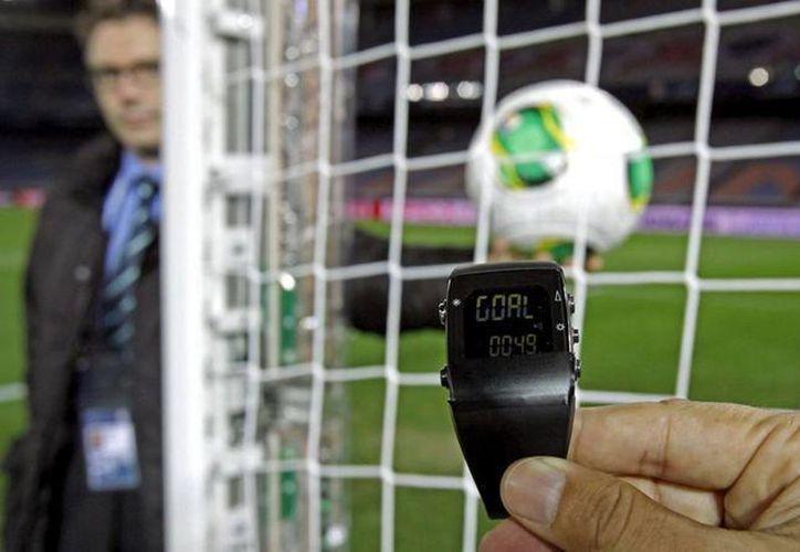 Varias ligas ya han utilizado la tecnología de línea de gol, por lo que la Eurocopa que se jugará este año en Francia analiza incluirla. (Archivo AP)