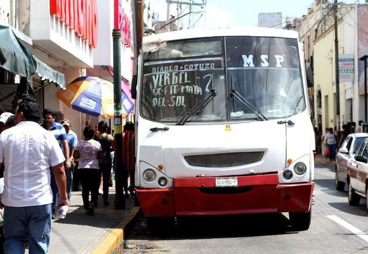El Gobierno analiza aún la situación del transporte público de pasajeros en Yucatán. (Milenio Novedades)