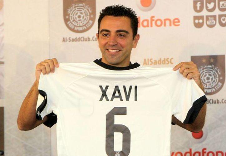 Xavi Hernández, quien está en sus últimos años como jugador de futbol, toma cursos de entrenador en Qatar con el objetivo de, algún día, ser el técnico del FC Barcelona. (ahdaaf.me)