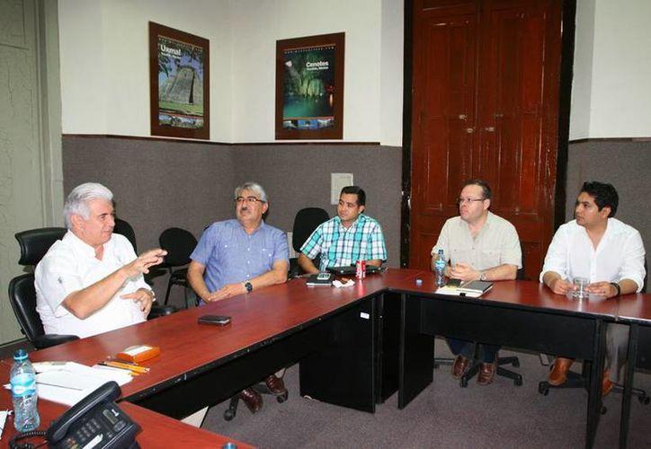 Socios de la Canieti en reunión con el secretario de Fomento Económico de Yucatán, David Alpizar Carrillo. (SIPSE)