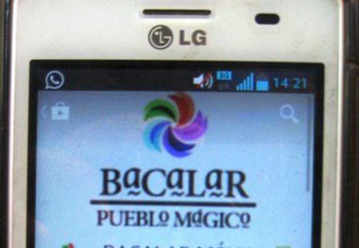 La aplicación ofrece diversidad de contenidos para llevar en el teléfono. (Javier Ortiz/SIPSE)