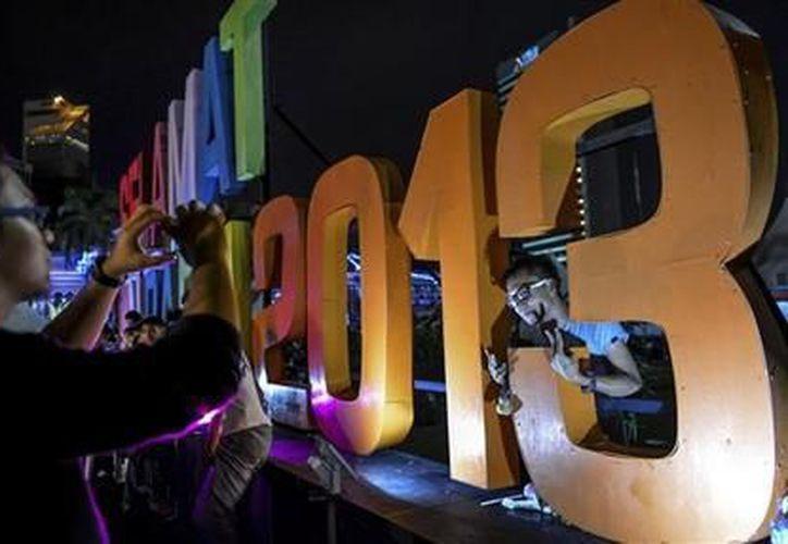Festejos por el año nuevo en Kuala Lumpur, Malaysia, el martes 1 de enero de 2013. (Agencias)