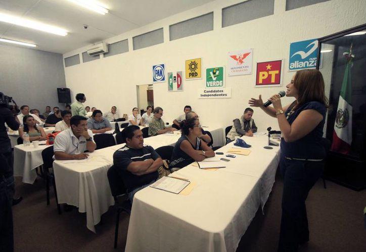 Representantes de los medios de comunicación asistieron al curso. (Jorge Carrillo/SIPSE)