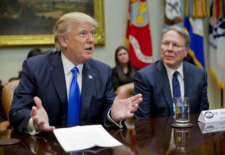 El presidente Donald Trump recurrió una vez más a su postura intransigente respecto a la relación de su país con México. (AP/Pablo Martinez Monsivais)