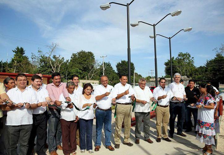 El gobernador Rolando Zapata entregó obras en Espita. (SIPSE)