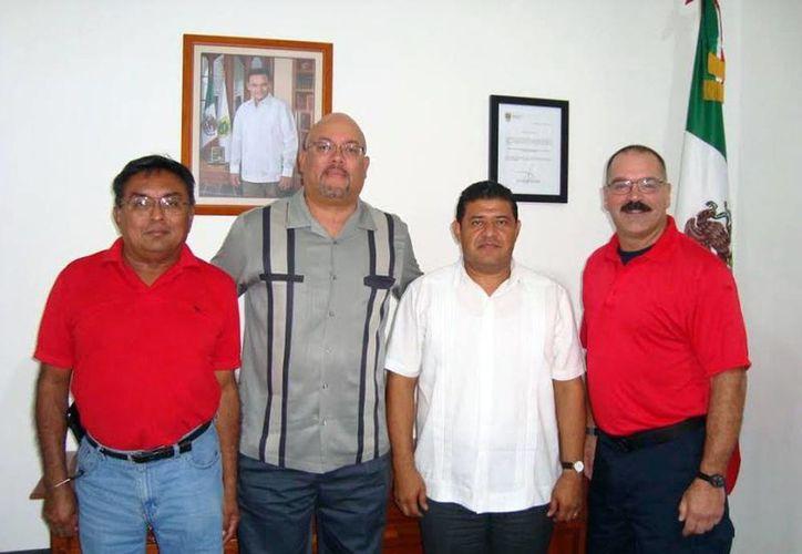 Personal del Northcom durante las pláticas previas con autoridades de Protección Civil en Yucatán para la impartición del curso de rescate acuático. (Milenio Novedades)