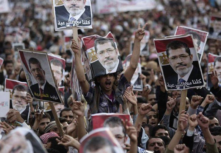 Los manifestantes leales al depuesto presidente Mohamed Morsi siguen protagonizando actos de violencia. (Agencias)