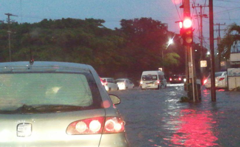 Tramo de la avenida Cobá, a la altura del IMSS. (Redacción/SIPSE)