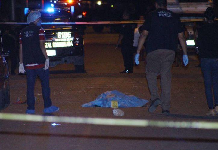Agentes ministeriales preservan la escena del crimen. (Martín González/Milenio)