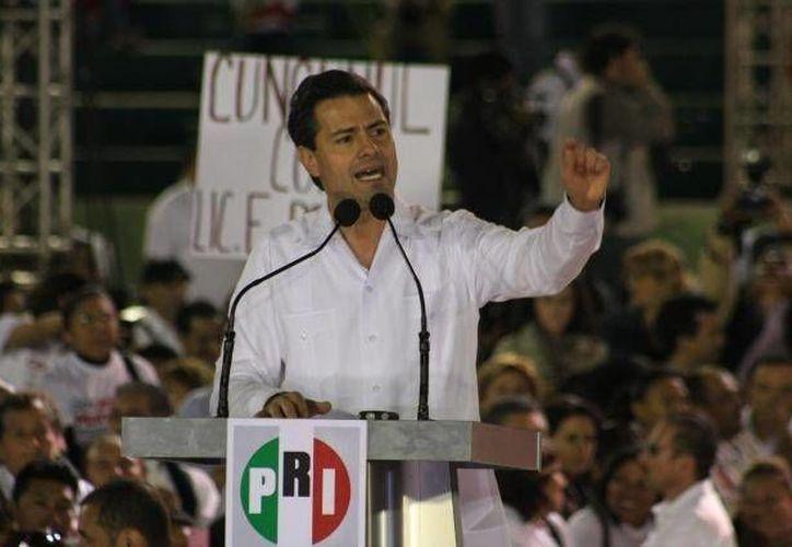 El presidente Enrique Peña Nieto afirmó que trabajará con los nuevos gobernantes sin distinciones, a pesar de que la derrota representa un fuerte golpe para su partido. (Archivo SIPSE)