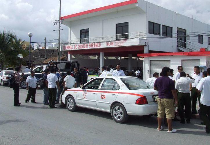 El día de ayer, los dirigentes de los sindicatos de Tulum y de Felipe Carrillo Puerto, fracasaron en su intento de lograr acuerdos para poner fin a la disputa del tramo. (Rossy López/SIPSE)