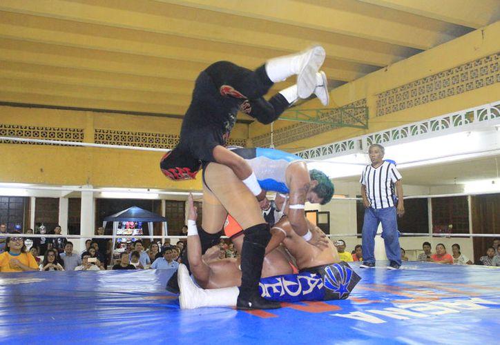 El luchador agradeció a la afición y reconoció el talento y nivel de los gladiadores chetumaleños. (Miguel Maldonado/SIPSE)