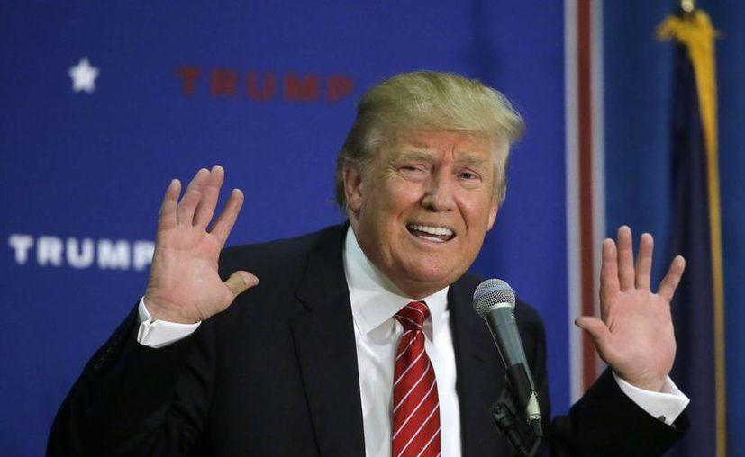 Donald Trump se manifestó a favor de que los estadounidenses porten armas, pues según él, evitarían masacres como la ocurrida el jueves en Oregon. (AP)