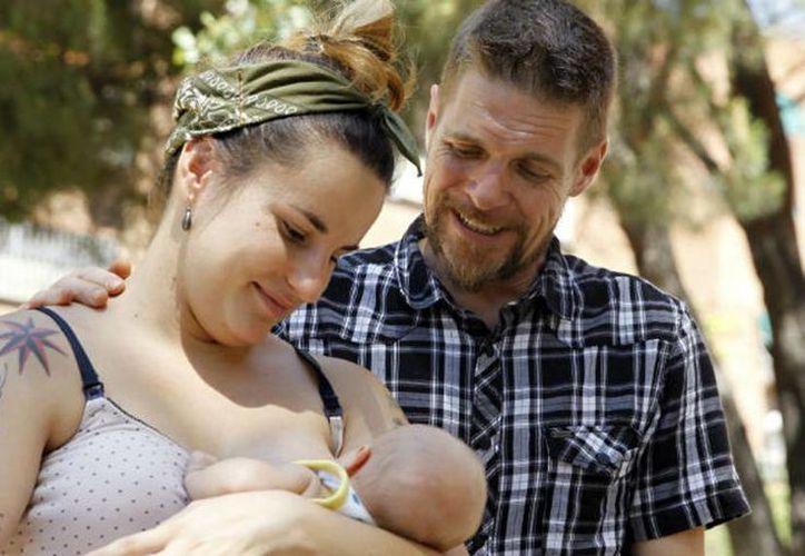 Nako y María Javierre dijeron que le pusieron ese nombre a su bebé porque les encantan los lobos. (EFE)