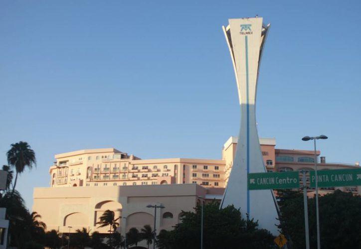 Planean una colorida iluminación para la torre. (Israel Leal/SIPSE)