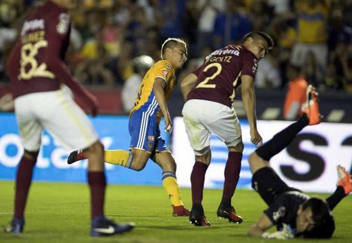 Lucas Zelarayán se despachó con dos golazos para guiar el primer triunfo de los Tigres en el actual torneo de la Liga MX.(Foto tomada de Mediotiempo)