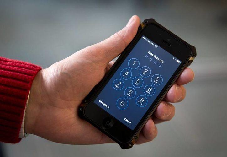 Apple afirma que la justicia de EU los está obligando a debilitar la seguridad de sus  dispositivos. (AP)