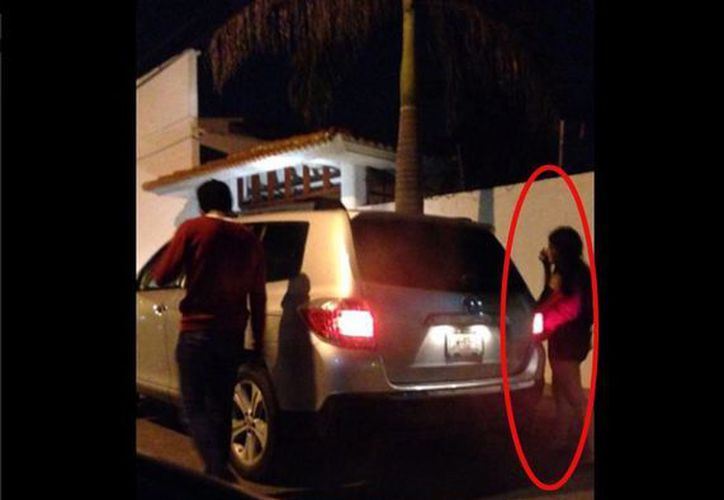 El padre de Enrique Capitaine publicó en su cuenta de Twitter fotografías de Daphne momentos antes de subirse al coche de su hijo. (twitter/felipecapitaine)