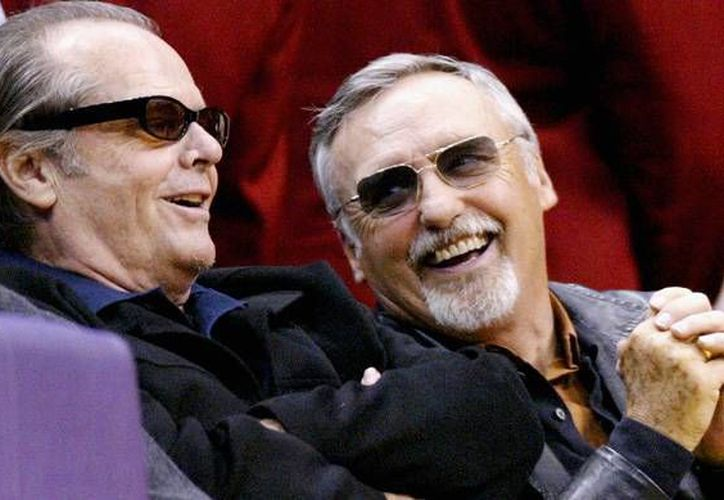 Nicholson (i) con su amigo y contemporáneo actor Dennis Hopper. (biography.com)