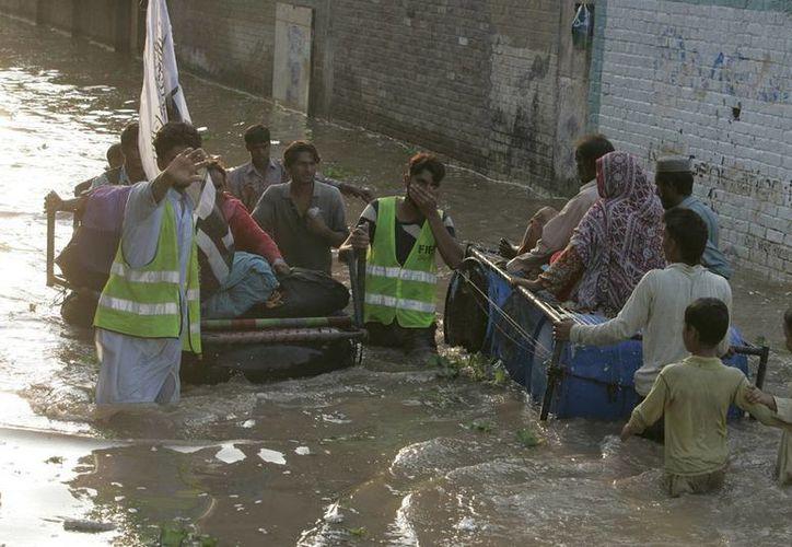 Amplias zonas de Pakistán permanecen bajo el agua, debido a las torrenciales lluvias de las últimas semanas. (Agencias)