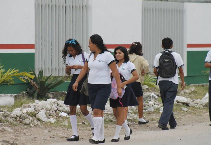 La evaluación se realizó desde ayer y hasta hoy a un millón 140 mil 984 alumnos. (Jesús Tijerina/SIPSE)