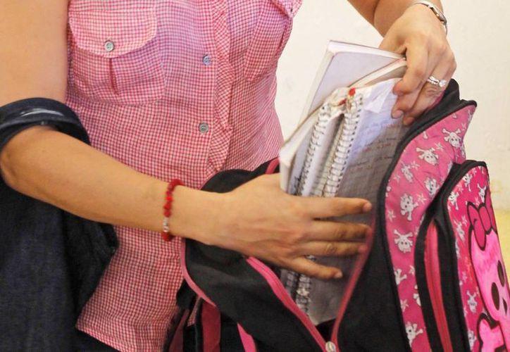 Indican que es importante que los padres revisen la mochila de los menores. (Jesús Tijerina/SIPSE)