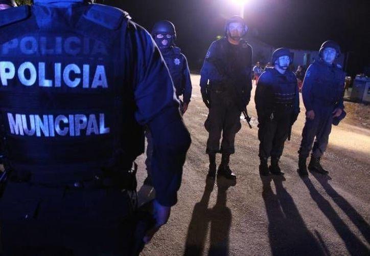 """El abogado de los policías denuncia que los uniformados trabajan más de 24 horas seguidas y tienen un sueldo """"deplorable"""".  (Redacción/SIPSE)"""