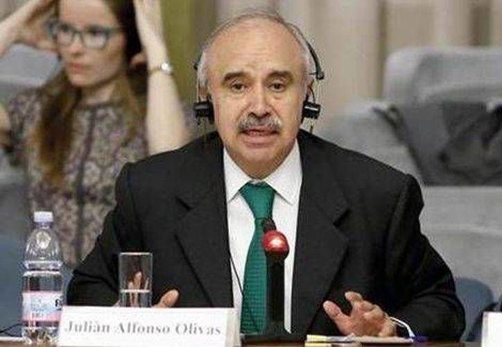 Julián Olivas Ugalde, de la Función Pública, dijo que nuevas herramientas como Compranet han evitado la trasgresión de las normas legales. (Milenio)