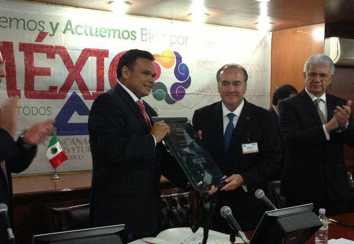 El gobernador Rolando Zapata Bello en la reunión con la Concanaco-Servytur. (Cortesía)