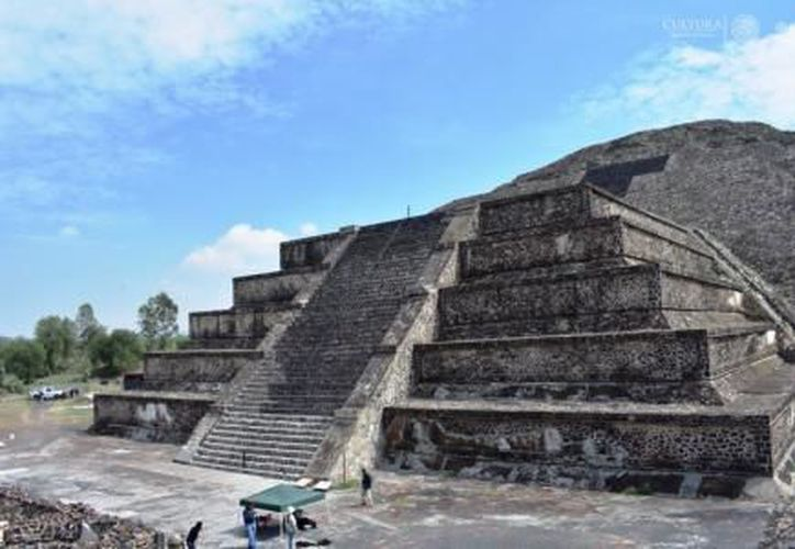 Investigadores hallaron un túnel debajo de la Pirámide de la Luna, en Teotihuacán. (El Financiero)