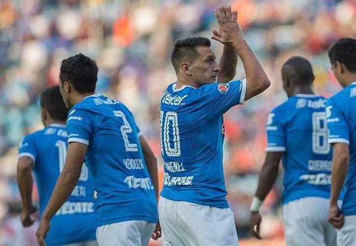 'Chaco' Giménez fue una vez más una de las figuras de Cruz Azul, que ganó a Veracruz y se acerca a  la liguilla. (imago7.com)