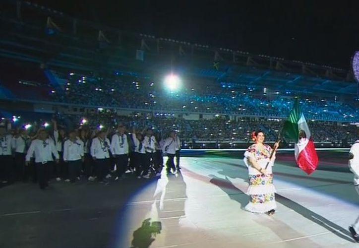 La tiradora Alejandra Zavala vistió traje típico de Veracruz en referencia a que en ese Estado del sureste mexicano fue la justa en 2014. (Captura de pantalla ESPN)