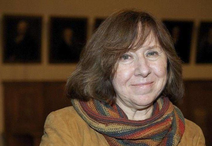 Svetlana Aleksievich es por ahora la máxima favorita de la casa de apuestas Landbrokes para ganar el Premio Nobel de Literatura. (lahora.com.ec)