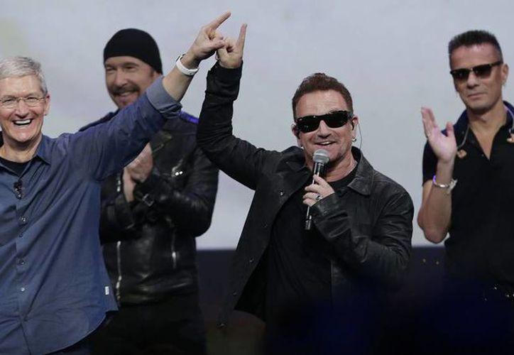 """Apple no ha dado cifras oficiales de descargas de """"Songs of Innocence"""" y el manager de U2 dijo que no sabía. (AP)"""