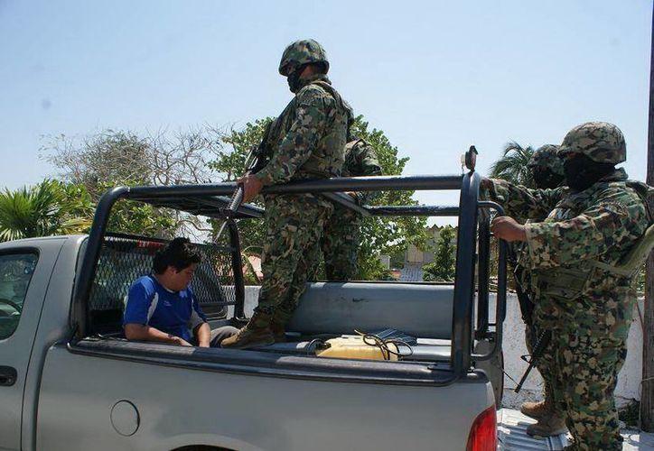 La Armada detuvo a una persona y también aseguró equipos de oxígeno y tres contenedores con el producto en veda. (SIPSE)