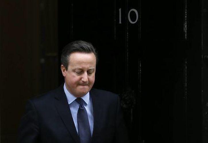 El premier británico David Cameron anuncia desde Downing Street en Londres que se realizará un referendo sobre la permanencia de Gran Bretaña en la UE el 23 de junio. (Agencias)