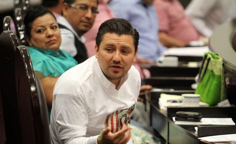 Con una muy cerrada diferencia de votos, la coalición PRI-PVEM-Panal-Chiapas Unido, encabezada por Fernando Castellanos Cal y Mayor, ganó la presidencia municipal de Tuxtla Gutiérrez. (Notimex)