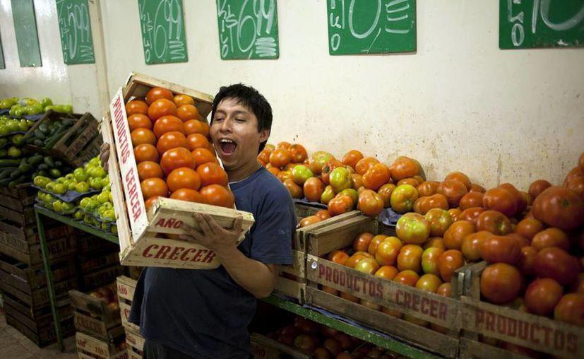 El gobierno argentino anunció un acuerdo con las grandes cadenas de supermercados para congelar los precios. (Agencias)