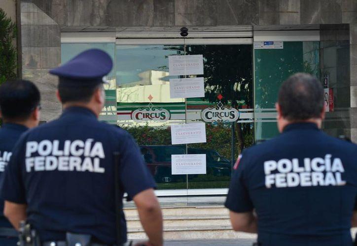 El operativo de Gobernación y la Policía Federal derivó en la clausura del Casino Circus de Mérida. (Luis Pérez/SIPSE)