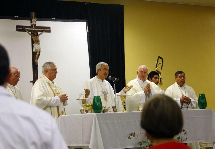 Patrón Wong recibió felicitaciones por parte del Gobernador de Yucatán y del Alcalde de Mérida por su llegada al Vaticano. (Juan Albornoz/SIPSE)