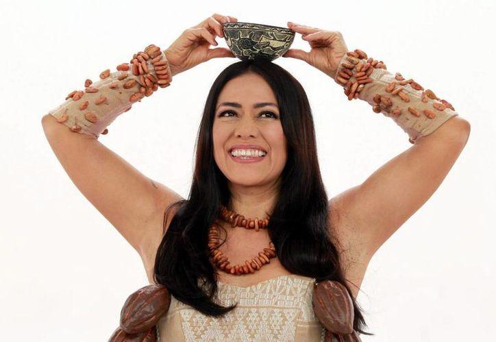 La cantante mexicana Lila Downs, quien en la foto aparece durante una grabación del videoclip de su nuevo disco ''Balas y Chocolate', piensa que los mexicanos volvieron a votar por el PRI por miedo a una guerra. (Notimex)