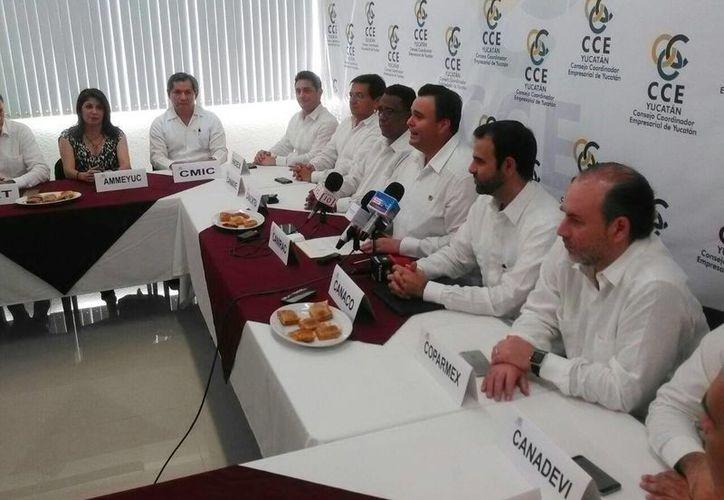 Imagen de la rueda de prensa en donde se entregó la presidencia al nuevo dirigente del CCE (José Acosta/Milenio Novedades)