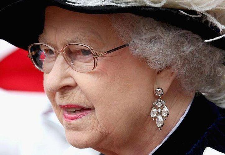 Debido a su avanzada edad, Isabel II ya no realiza viajes trasatlánticos, delegando esa responsabilidad a su hijo el príncipe Carlos. (Facebook/The British Monarchy)