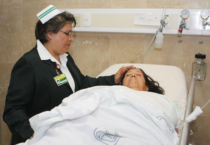 En los últimos años se ha elevado la profesionalización del personal de enfermería en México. (Archivo/Notimex)