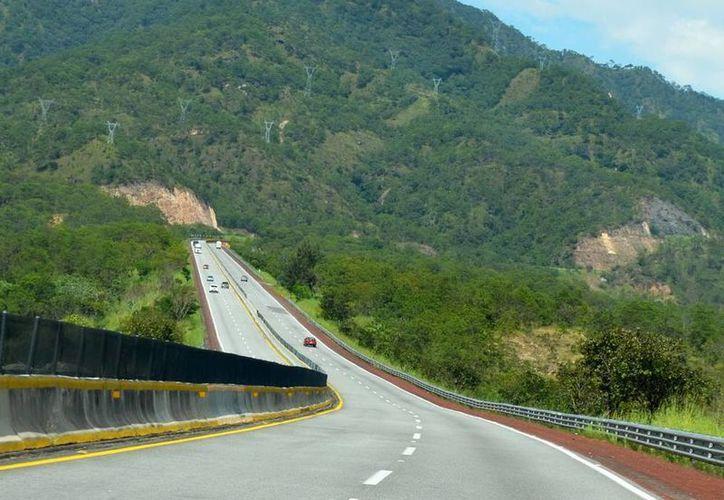 Entre sus tramos principales están el Puente Baluarte, considerado el más alto y largo de Latinoamérica, cuya obra fue terminada por la empresa Tradeco y se ubica en la Sierra del Espinazo del Diablo, limítrofe entre Durango y Sinaloa. (Foto contexto/Notimex)