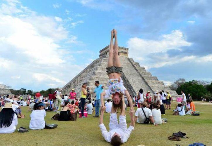 Más de un millón de turistas, la mayoría extranjeros, han visitado Chichén Itzá  en 2017. (Archivo/SIPSE)